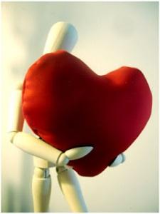Lleva todos tus pensamientos a tu corazón y empezarás a encontrar las respuestas que andas buscando.