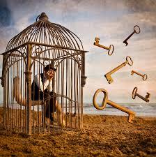 No caiga en la trampa, la llave para salir de tu jaula no está afuera, espera dentro de ti.