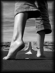 Da el primer paso, solo así sabrás que ya estás en el camino.