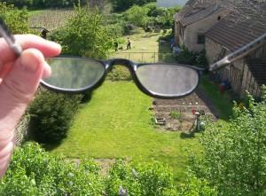 La única manera de darnos cuenta que nuestros lentes están sucios es alejándonos de ellos, y así cambiarlos o limpiarlos.