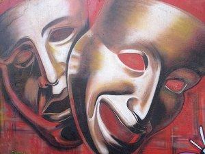 Al ser la vida una obra sin ensayos, las nuevas escenas dan miedo, haciéndonos pensar que no podemos culminar la obra