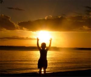 Nos conocemos poco y es por esta razón que nuestra luz nos atemoriza más que nuestra oscuridad.