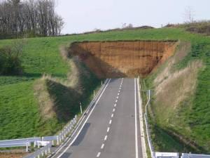 También el ego nos disfraza los caminos complicados para llevarnos por senderos fáciles que terminan siendo callejones sin salida.