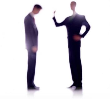 Sobreentender cosas, nos coloca en una posición de arrogancia. una actitud del ego.