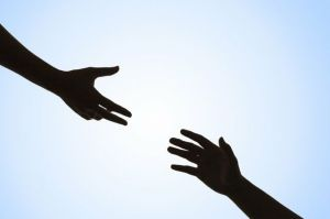 Todos alguna vez hemos ayudado a alguien o hemos sido ayudados, esto es natural del ser humano.