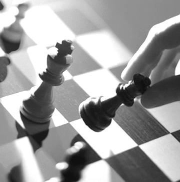 Por mucho temor que nos de perder una pieza, es algo que no podemos evitar. Solo podemos seguir el juego.