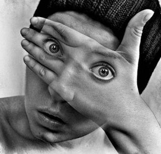 La mente colo filtros en nuestros sentidos que no nos permiten ver la verdad.