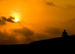 La oración y la meditación son herramientas poderosas para alcanzar el auto-conocimiento.