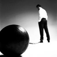 La carga de la culpa, a pesar de su tamaño, a veces es imperceptible. Date cuenta.