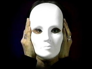 Normalmente las máscaras se caen, pero si las descubres, quítatela, el proceso de aprender será más satisfactorio.