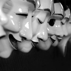 ¿Cual de tus máscaras está próxima a caer? No te resistas.
