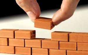 Los buenos hábitos se construyen paso a paso. No hay manera de pegar bloques a diario y no terminar construyendo una pared.