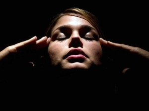 Concentrarnos no necesariamente implica entrar en estado de meditación. Se refiere a prestar verdadera atención a lo que hacemos y queremos lograr.
