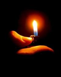 Poner luz sobre los pensamientos ayuda a mira la realidad en lugar de la fantasía creada por los egos.