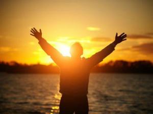 Darse cuenta de la emoción que nos retiene en el sufrimiento es pieza importante en la solución de cada situación.