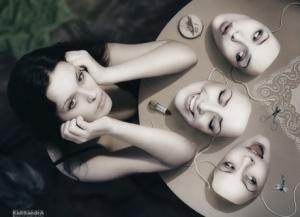 La ilusión del ego consiste en hacernos creer que somos de una manera determinada, muy limitada por demás.