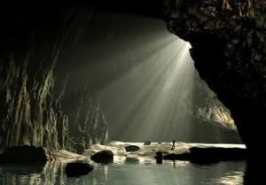 La salida está en la acción consciente de que el miedo es una ilusión del pensamiento. Lo demás es luz.