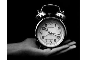 Muchas veces no hemos comenzado y no descubrimos preguntando, ¿A que hora termina?