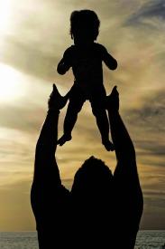 Para los papás lo bueno de tener hijas es que siempre vamos a ser los héroes.