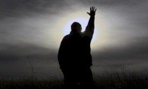 Cuando nos cansamos del ruido externo debemos acudir a Dios a través del silencio. Allí está la verdadera paz.