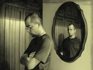 Reaccionamos y somos poco pacientes cuando no nos atrevemos a mirar nuestros comportamientos reflejados en otras personas.