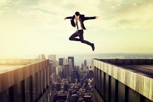 La audacia rompe barreras y crea realidades. El reto: Superar al miedo que sigue a la decisión.