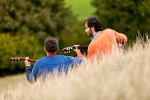 Nadie puede tocar la música de otros, solo acompañarla o disfrutarla.